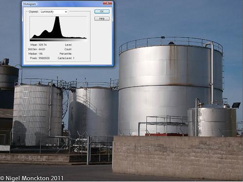 normal contrast normal histogram.jpg