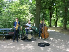 Monday Colours - Music in Central Park (Pushapoze (nmp)) Tags: centralpark newyorkcity bench music instruments bass drums happybenchmonday hbm bancspublics