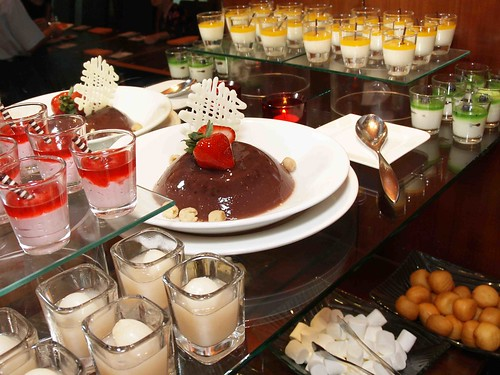 Shooters and toppings for chocolate fondue