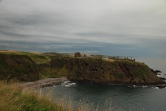 Dunnottar Castle (Vic Sharp) Tags: old uk sea building castle history stone architecture landscape scotland nikon ruins aberdeenshire britain ruin cost scottish medieval cliffs historic gb crownjewels d80 johnsharp sharpy70