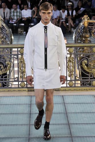 SS11_Paris_Raf Simons0007_Clement Chabernaud(VOGUEcom)