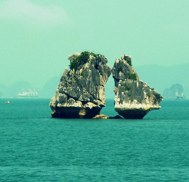 See Halong in different way with your action - Gìn giữ vẻ đẹp lãng mạn của môi trường Hạ Long