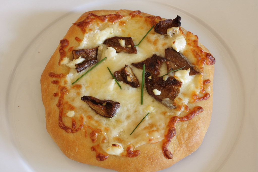 pizza come upon shiitake shiitake mushroom and gorgonzola pizza recipe ...