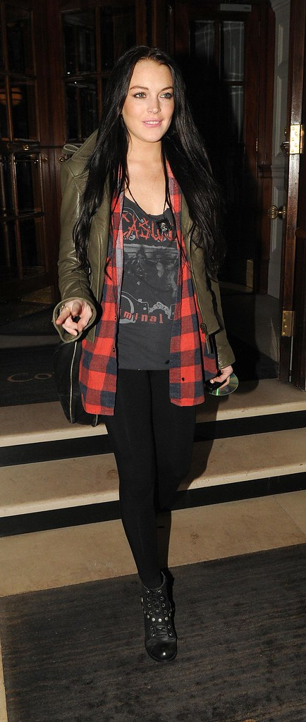 Lindsay Lohan Leaving Her London Hotel (USA ONLY)