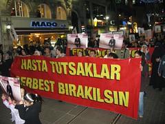 Manifestándose por la avenida Istiqlal