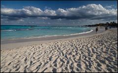 spiaggia vicino a Tulum (livia.com) Tags: beach mexico flickr mare award tulum grandangolo spiaggia nube oceano sabbia flib
