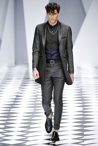 SS11_Milan_Versace0004_Ryan Kennedy(VOGUEcom)