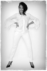 Black & White (Alex Leonam Nogueira) Tags: blackandwhite woman girl beauty fashion brasília model mulher moda pb sofa fotografia pretoebranco sombras morena brasileira leonam lindcey alexnogueira
