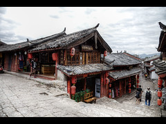 Souvenirs (Kaj Bjurman) Tags: china eos souvenirs 5d yunnan hdr lijiang kaj mkii markii cs4 photomatix bjurman