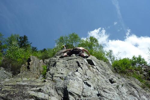 Faire corps avec la falaise quil disait... Facile à 38m...