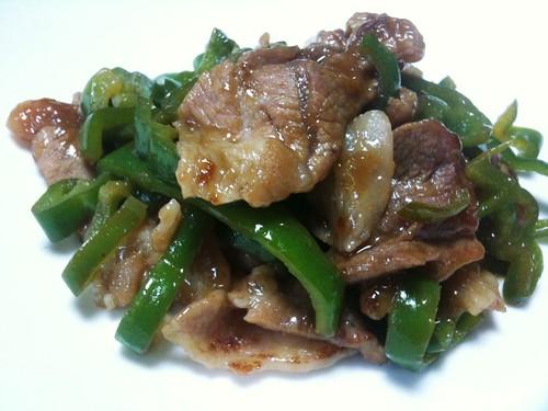 #jisui 豚肉とピーマンの梅タレ炒めで米がすすむわー。