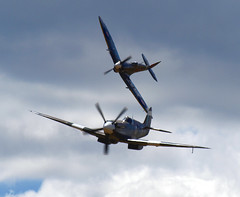 Duxford (Dave.Miles) Tags: spitfire duxford flyinglegends