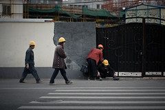 Coughing a great deal (Woods | Damien) Tags: china road modern construction shanghai chinese ground route travail worker 中国 上海 chinois chine ouvrier streettogs