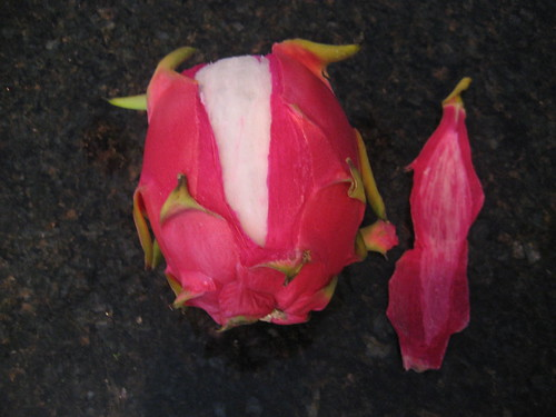 Dragon fruit, peeling