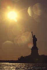 the sun is going down on me (Mia :)) Tags: nyc sunset shadow sun statue canon liberty freedom sundown dusk flash rays silhuette worldwidewandering