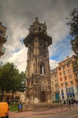France - Rouen - Streetview - Rue Jeanne d'Arc - Rue aux Ours (Stewart Leiwakabessy) Tags: old houses people france tower buildings spire rouen stewart hdr jeannedarc leiwakabessy stewartleiwakabessy photomatix joanneofarc ruejeannedarc rueauxours
