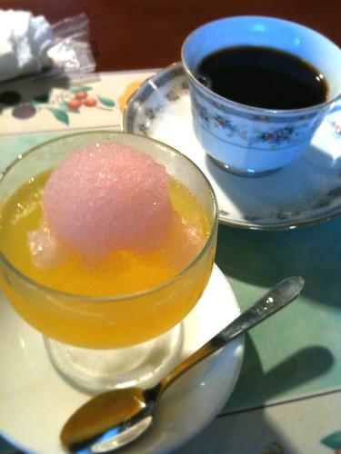 本日のデザート。柑橘系のゼリー。