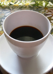 cold black coffee with double melamine (mollykiely) Tags: coffee vintage cafe kaffee frenchmarket caffe melmac melamine coffeeandchicory tasskaff tasskaff365 coldblackcoffee