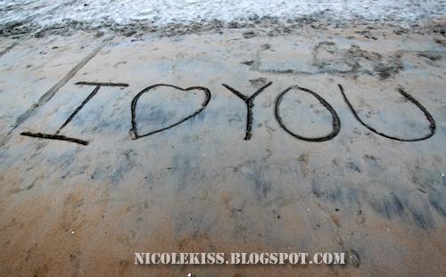 i love u on sand