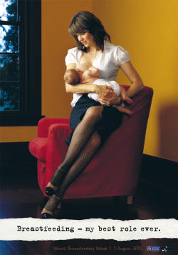 Lucy-Lawless-breastfeeding-_small1