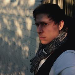 bougeotte (donchris!™) Tags: blue shadow portrait selfportrait eye me azul scarf myself ojo blu ombra sombra ombre sp blau ich niebieski schatten auge selbstportrait xd cień schale blaues kolor schal schals oczu