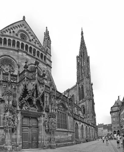 De zijkant van de kathedraal