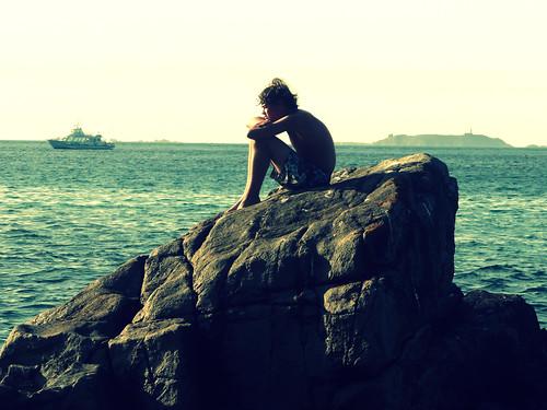 [フリー画像] 人物, 男性, 人と風景, 海岸, 横顔, 201008082300