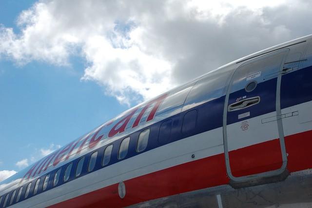 American Airlines Boeing 737-800 N905AN