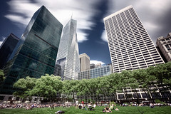 Bryant Park #05, NYC (braesikalla) Tags: nyc newyorkcity longexposure blue people urban newyork green horizontal skyline clouds manhattan crowd midtown bankofamericatower 10mm ndfilter gracebuilding neutraldensityfilter braesikalla