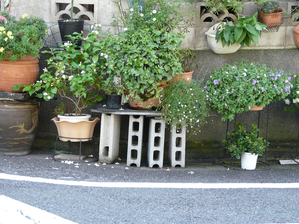 Planter Stand in Breeze Blocks