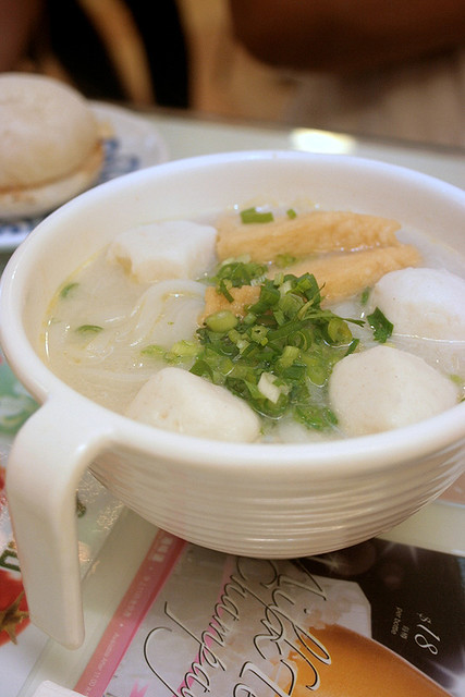 Fishball rice noodle soup (kway teow)
