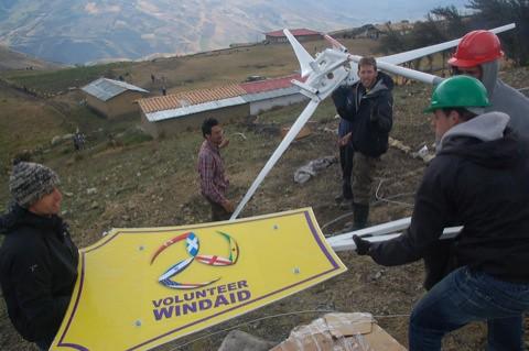 הטורבינה הראשונה של volunteer windaid עולה לאוויר. שימו לב לדגל ישראל על הזנב!