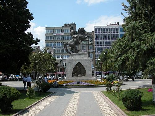 DSCN0080 Monument à Atatürk, statue de H. Krippel (1931)