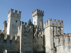 Sirmione - Castello Scaligero (ell brown) Tags: castelloscaligero scaligercastle scaligerocastle sirmione lombardy northernitaly lakegarda lagodigarda lakebenaco lagodibenaco scaligercastlesirmione roccascaligera