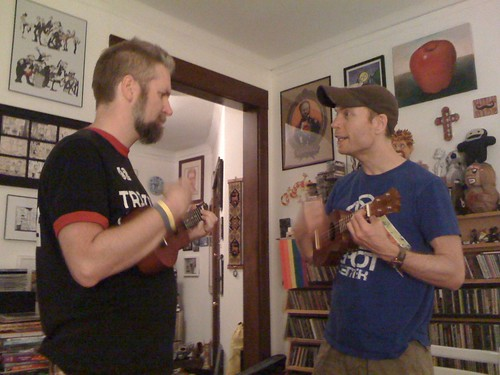 Fuzzy and Jeff play the Ukelele