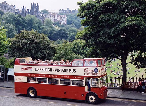 0_street_views_-_waverley_bridge_1yh11_vintage_bus_erm143