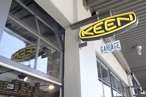 KEEN Garage - Sign