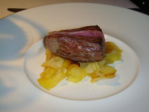 Carne de Kobe con patatas a lo pobre