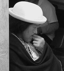Mujer pensativa (cresarteecu) Tags: woman india blancoynegro ecuador mujeres negra feminismo vendedora