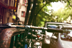 _ (donchris!) Tags: paris france macro up bicycle frankreich focus dof close bokeh francia unscharf fahrrad bicicletas nahaufnahme pars rower vlos parigi biciclette pary francja unschrfe