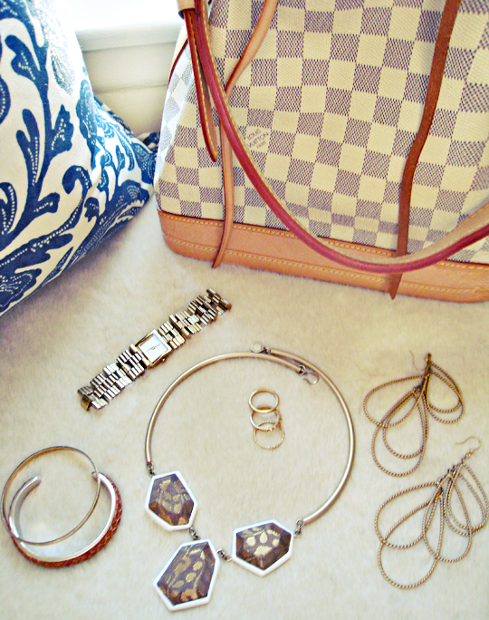 louis vuitton azur damier noe bag+marc by marc jacobs necklace+rachel roy earrings+gold accessories