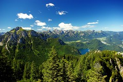 bayerische Alpen 2 (Bilderschreiber) Tags: blue summer sky sun mountains alps green weather clouds bayern bavaria sommer wolken alpen sonne wetter fssen fhn