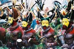 Mt Hagen Huli Wigmen dance (Vladimir Nardin) Tags: dance sing warriors tribe papuanewguinea papua singsing tribalpeople mthagenshow huliwigmen