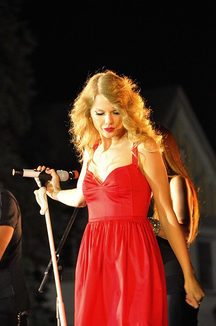 Taylor Swift in Kennbunkport Maine 76