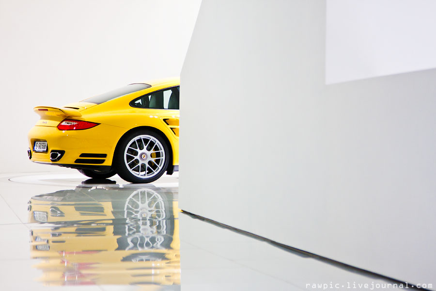 Porsche_museum200