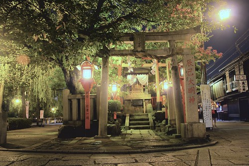 Geisha Shrine on Shinbashi dori HDR