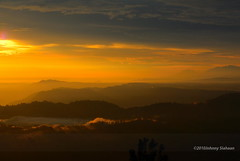 Hutaginjang -D20_0009 (Johnny Siahaan) Tags: sunset mountains misty clouds sunrise indonesia gunung batak toba laketoba sumatera huta danautoba sumaterautara tobalake matahariterbit tapanuliutara hutaginjang taput johnnysiahaan mataharipagi fotodanautoba fotohutaginjang