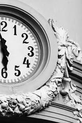 Banco do Brasil | Petrpolis RJ | Jan 2011 (N Gabrich) Tags: clock arquitetura riodejaneiro architecture hours relgio petrpolis pointers horas bancodobrasil ponteiros