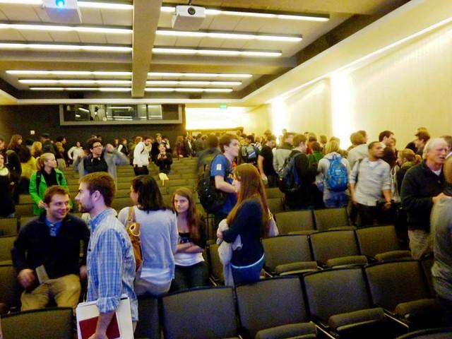 P1070825-2011-02-16-Bjarke-Ingels-Crowd-At-End