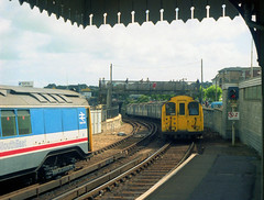 1987/09 - 28.  Ryde Esplanade. (Ron Fisher) Tags: pre36tubestock pre38tubestock standardtubestock islandline ryderail isleofwight emu electricmultipleunit train transport publictransport rail railway railroad eisenbahn chemindefer station gare bahnhof networksoutheast